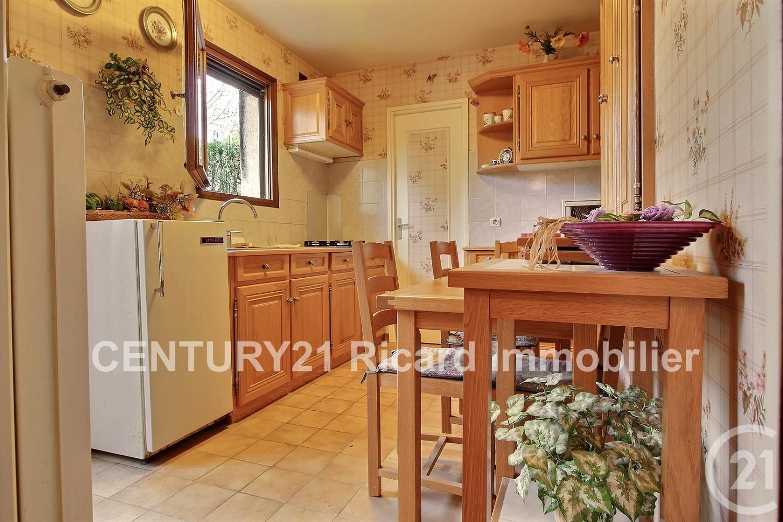 maison 2 pi ces vendre bondy 93140 ref 11971 century 21. Black Bedroom Furniture Sets. Home Design Ideas