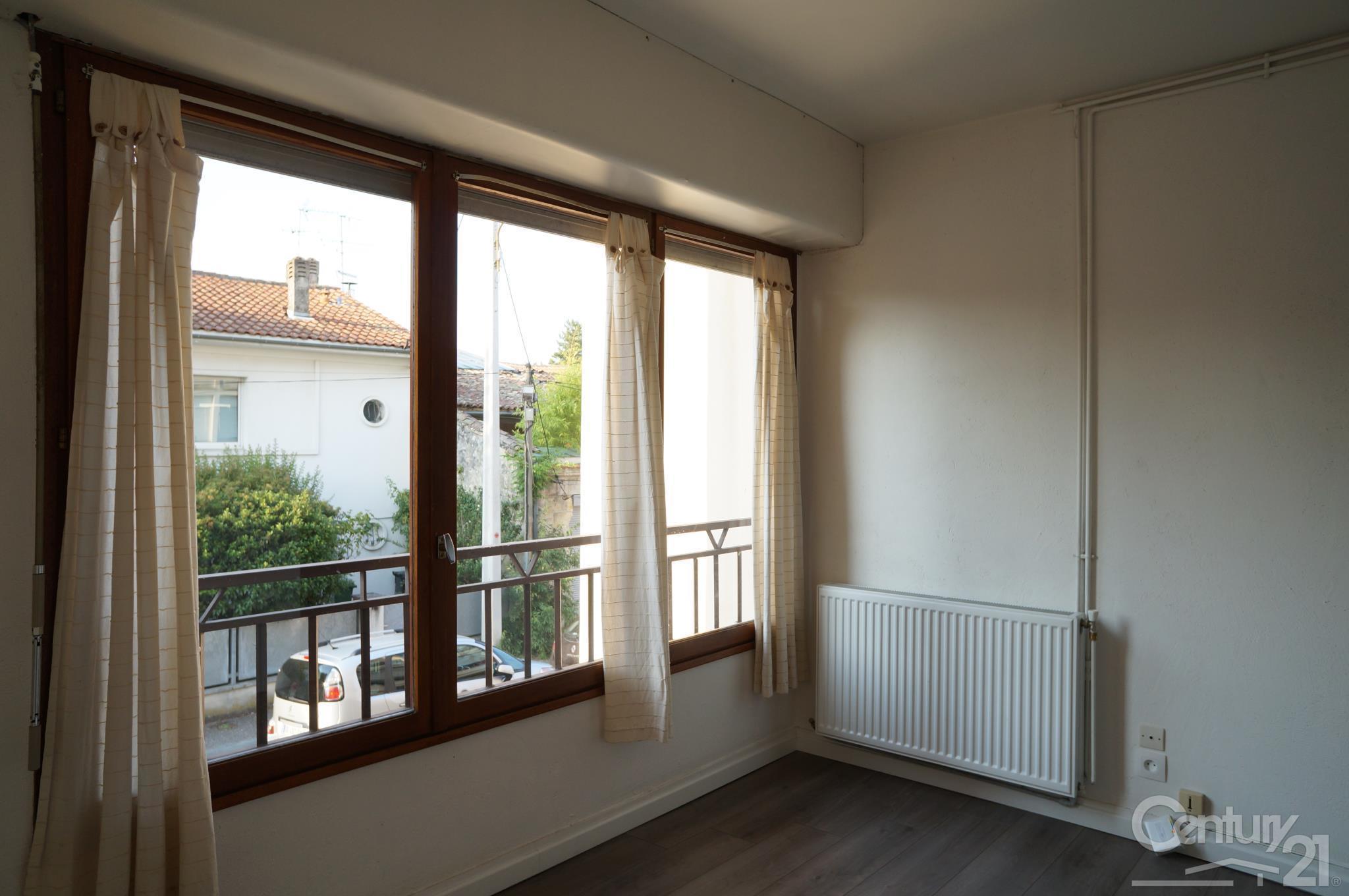 Studio 1 pi ce louer bordeaux 33200 ref 13785 for Bordeaux studio a louer