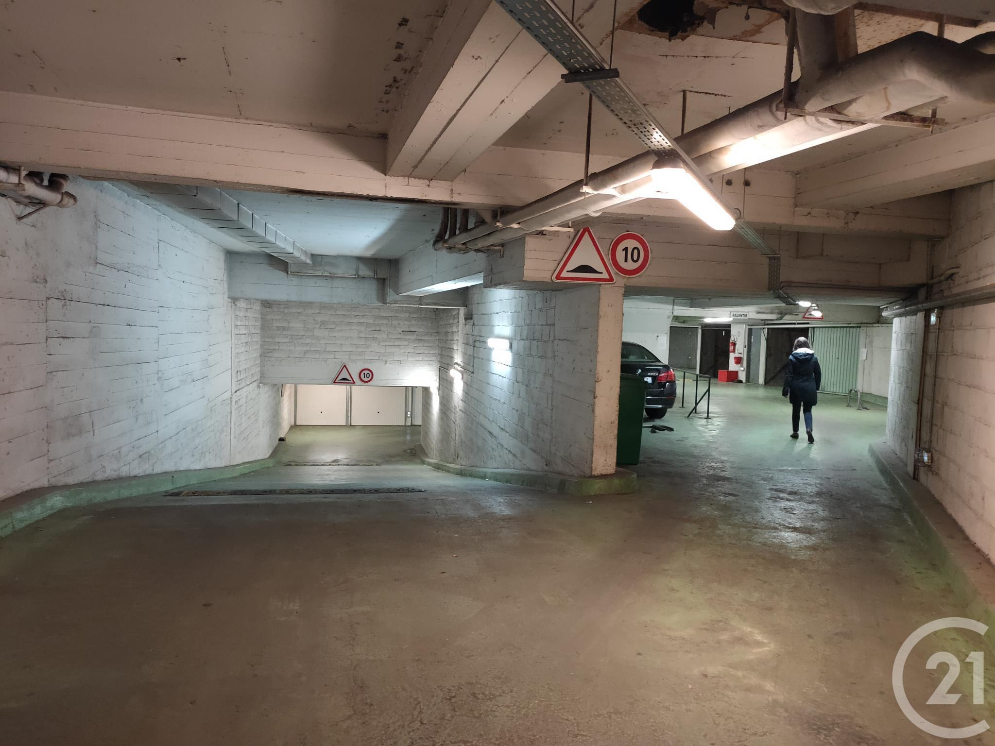Parking à louer - 10 m2 - PARIS - 75017 - ILE-DE-FRANCE