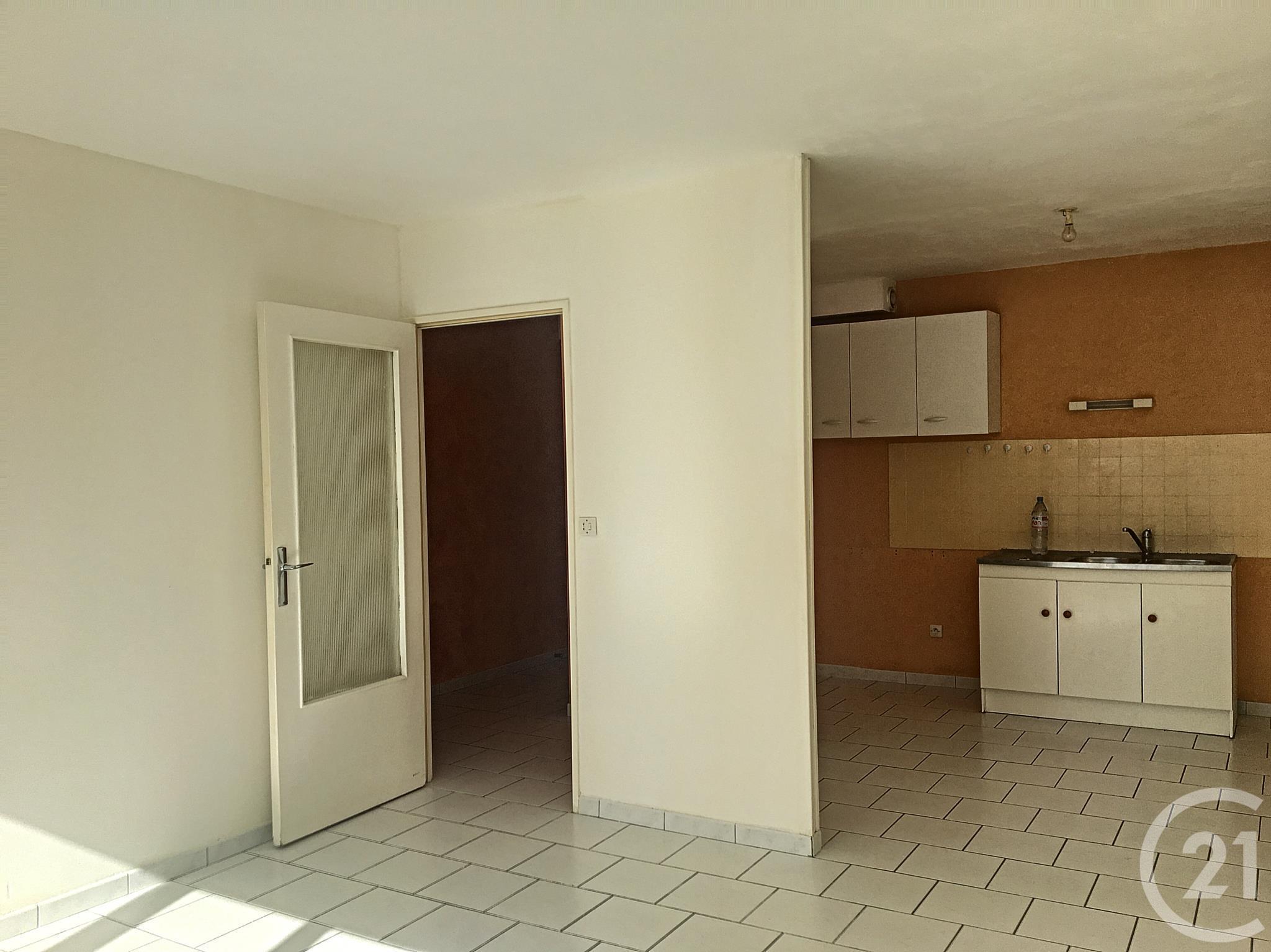 appartement 2 pi ces vendre troyes 10000 ref 52481 century 21. Black Bedroom Furniture Sets. Home Design Ideas