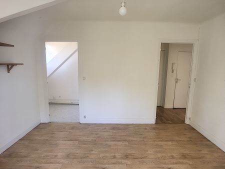 Appartement à louer - 2 pièces - 30 m2 - TROYES - 10 - CHAMPAGNE-ARDENNE