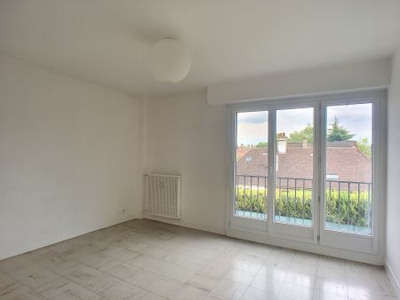 Appartement à louer - 2 pièces - 43 m2 - TROYES - 10 - CHAMPAGNE-ARDENNE