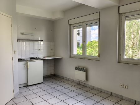 Appartement à louer - 1 pièce - 20 m2 - TROYES - 10 - CHAMPAGNE-ARDENNE