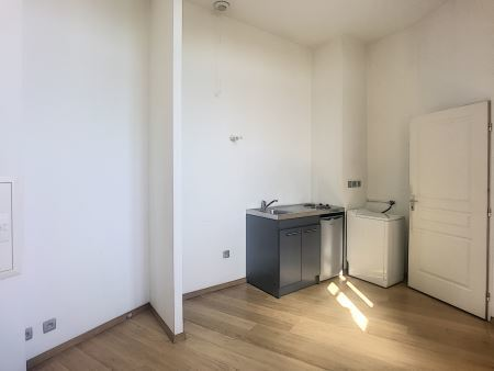 Appartement à louer - 2 pièces - 34 m2 - TROYES - 10 - CHAMPAGNE-ARDENNE