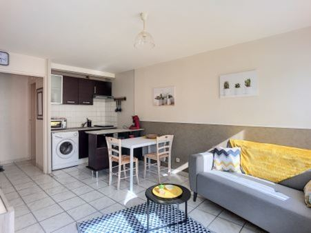 Appartement à louer - 2 pièces - 35 m2 - TROYES - 10 - CHAMPAGNE-ARDENNE