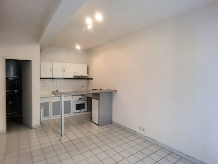 Appartement à louer - 2 pièces - 36 m2 - TROYES - 10 - CHAMPAGNE-ARDENNE