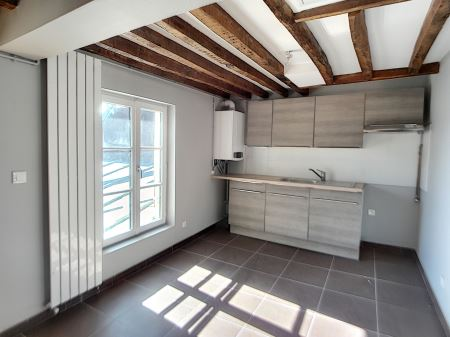 Appartement à louer - 2 pièces - 60 m2 - TROYES - 10 - CHAMPAGNE-ARDENNE
