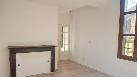 Appartement à louer - 3 pièces - 70 m2 - TROYES - 10 - CHAMPAGNE-ARDENNE