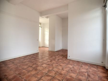 Appartement à louer - 3 pièces - 73 m2 - TROYES - 10 - CHAMPAGNE-ARDENNE