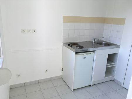 Appartement à louer - 2 pièces - 54 m2 - TROYES - 10 - CHAMPAGNE-ARDENNE