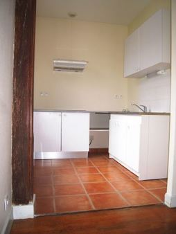 Appartement à louer - 2 pièces - 46 m2 - TROYES - 10 - CHAMPAGNE-ARDENNE
