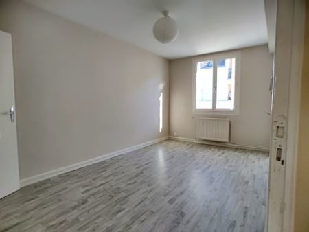 Appartement à louer - 3 pièces - 66 m2 - TROYES - 10 - CHAMPAGNE-ARDENNE