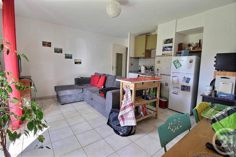 appartement 2 pi ces vendre gradignan 33170 ref 25857 century 21. Black Bedroom Furniture Sets. Home Design Ideas